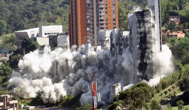 Controlled explosive demolition